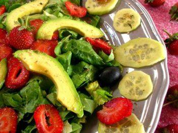 Ensalada con aguacate y fresas