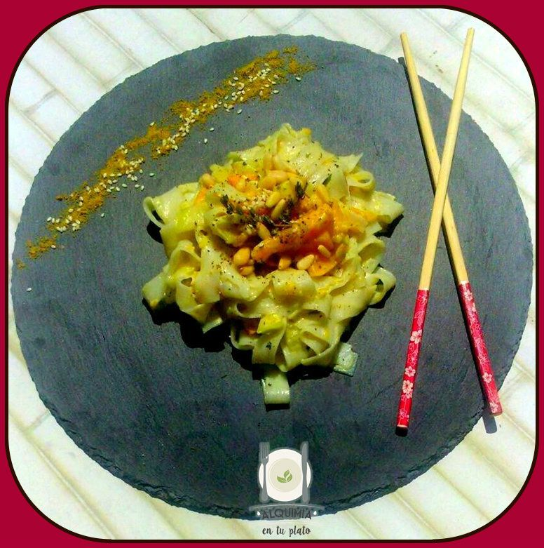 Fideos de arroz con salsa aromática de anís